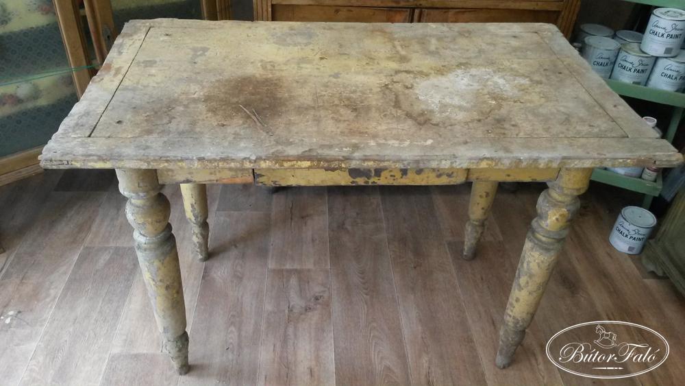 régi asztal a látáshoz